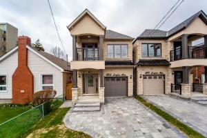 48A Leyton Ave, Toronto