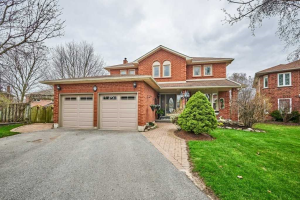7 Pickersgill Crt, Whitby