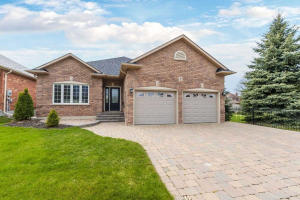 2 Decoe Crt, Clarington