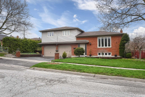 118 Pine Hills Rd, Whitby