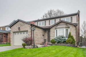 679 Chiron Cres, Pickering