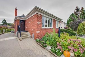 65 Clonmore Dr, Toronto