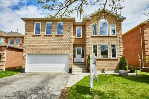 29 Ravenview Dr, Whitby