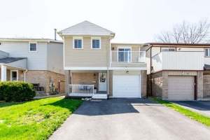 17 Graham Crt, Whitby