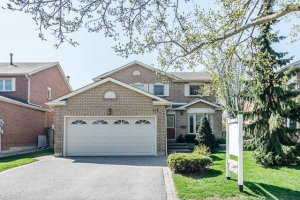 8 Maplewood Dr, Whitby