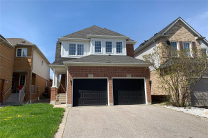 4 Nugget Crt, Whitby