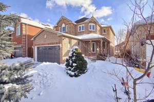 228 Hoover Park Dr, Whitchurch-Stouffville