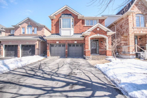 994 Oaktree Cres, Newmarket