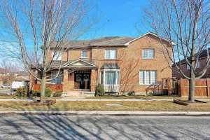 1 Chelton Dr, Richmond Hill