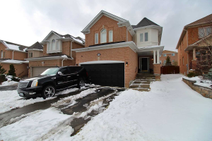 142 Sweet Water Cres, Richmond Hill