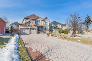 300 Village Green Dr, Vaughan