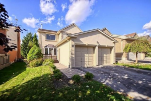 27 Peevers Cres, Newmarket