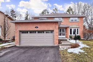 31 Valley Cres, Aurora