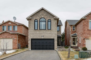 35 Cougar Crt, Richmond Hill