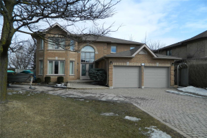 1 Creekview Ave, Richmond Hill
