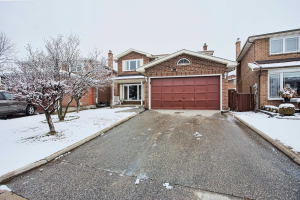 4 Quaker Ridge Rd, Vaughan