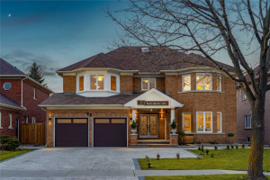 77 Black Walnut Cres, Richmond Hill