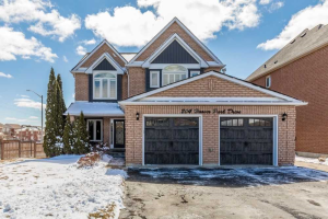 204 Hoover Park Dr, Whitchurch-Stouffville