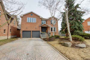15 Molise Crt, Richmond Hill