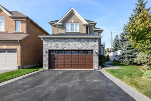250 Sawmill Valley Dr, Newmarket