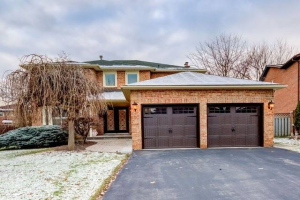 21 Houseman Cres, Richmond Hill
