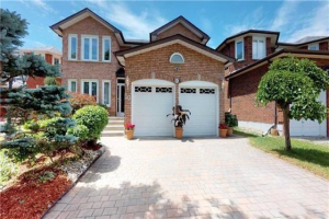 10 Hearthstone Cres, Richmond Hill