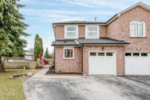 510 Pickering Cres, Newmarket