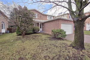 20 Park Lane Circ, Richmond Hill