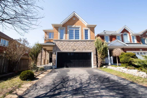 907 Oaktree Cres, Newmarket