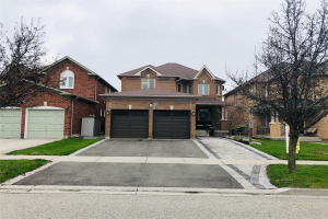 8 Sweet Water Cres, Richmond Hill