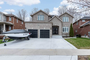 861 Booth Ave, Innisfil