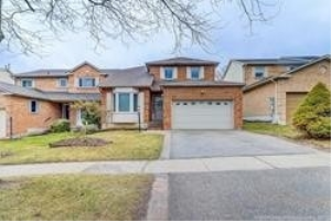 18 Closs Sq, Aurora