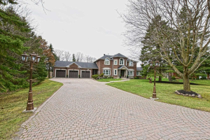 28 Hill Top Tr, Whitchurch-Stouffville