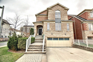 167 Townsgate Dr, Vaughan