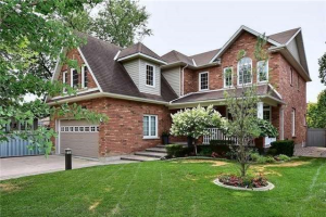 122 Park Dr N, Whitchurch-Stouffville