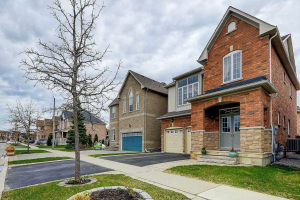 373 Old Colony Rd, Richmond Hill