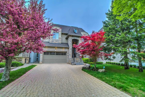 16 Westwood Lane, Richmond Hill