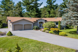 36 Lawrence Ave, Springwater