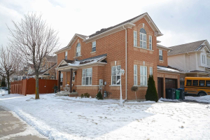 224 Queen Mary Dr N, Brampton