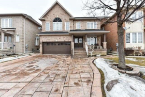 241 Queen Mary Dr, Brampton