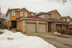 3560 Cherrington Cres, Mississauga