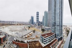 2220 Lakeshore Blvd, Toronto