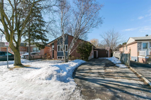 102 Corby Cres