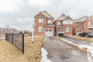 32 Fenchurch Dr, Brampton