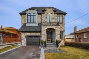 183 Cornelius Pkwy, Toronto