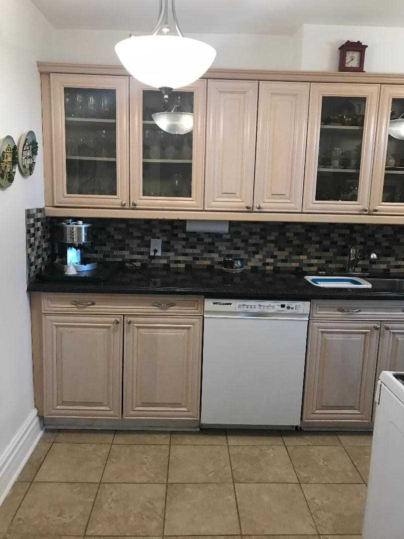 Enjoyable 1002 44 Longbourne Dr Mls W4397592 See This Condo Home Remodeling Inspirations Cosmcuboardxyz
