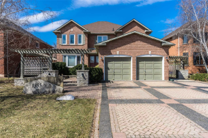 1355 Pilgrims Way, Oakville
