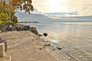 91 Lake Promenade, Toronto
