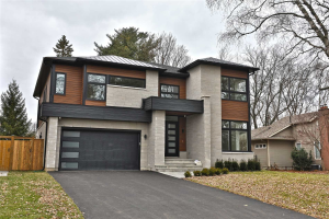 327 Johnston Dr, Burlington