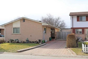 8 Huckleberry Sq, Brampton